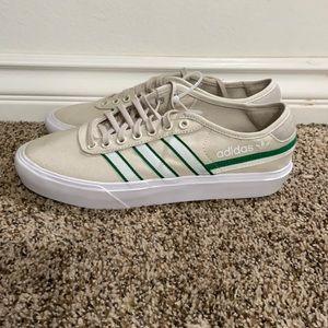 NWOT Adidas Men's 9.5 Casual Canvas Deck Shoe